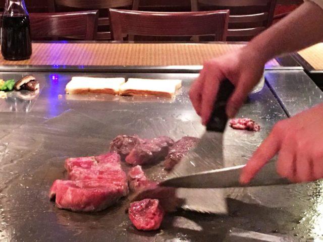 子供が喜ぶレストラン沖縄 パフォーマンスに大興奮のステーキ店